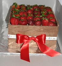 strawberry chocolate cake image