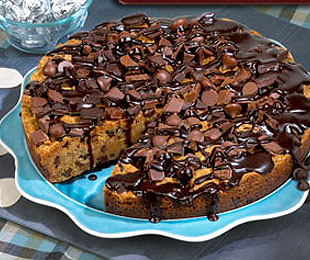 chocolate chip cookie cake image