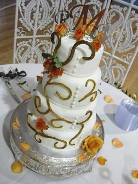 custom wedding cakes image