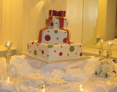 polka dot wedding cake image