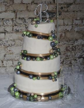 topsy turvy wedding cake image