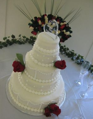 traditional wedding cake image