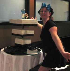 upside down wedding cake image