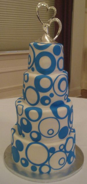 wedding cake with circles image