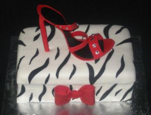 high heel shoe cake image