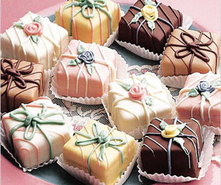 petits fours image