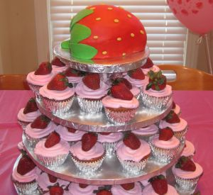 strawberry cupcakes image