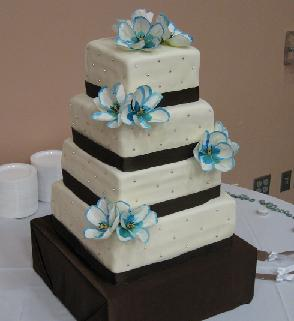wedding cake with ribbon image
